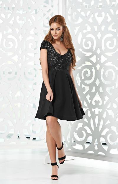 Rochii elegante XXL: rochie neagra babydoll
