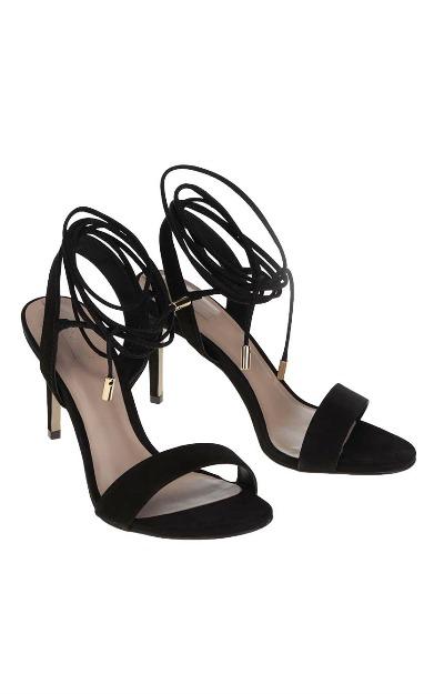 Sandale negre cu toc si snur