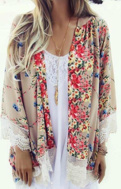 Kimono-Bej-cu-motive-florale-si-Dantela