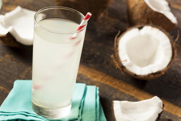 apa de cocos beneficii