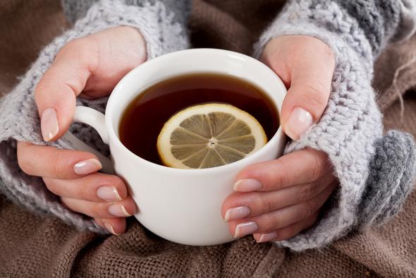 ceaiuri-cu-lamaie-in-raceala-si-gripa