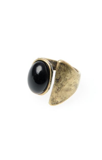 inel-auriu-cu-piatra-mare-neagra