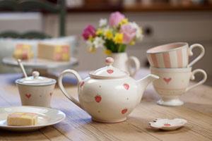 Intrebuintari ceai in locuinta: curatare suprafete si inlaturare mirosuri neplacute