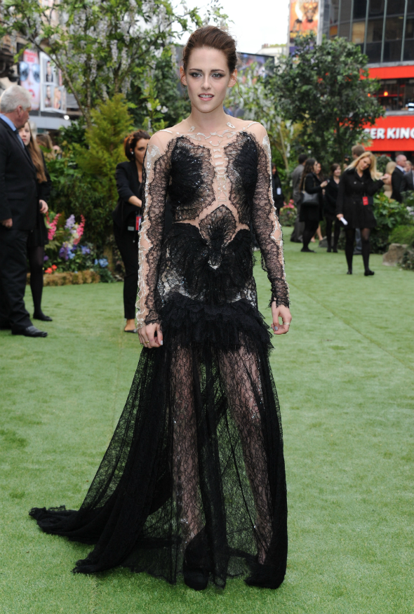 Kristen Stewart, la premiera filmului Snow White and the huntsman