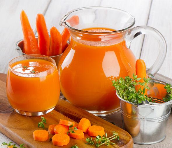 sucul de morcovi trateaza cancerul