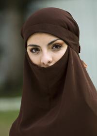 Designerii descoperă vălul purtat de femeile musulmane