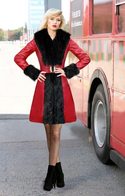 Paltoane elegante: Palton rosu cu blanita neagra