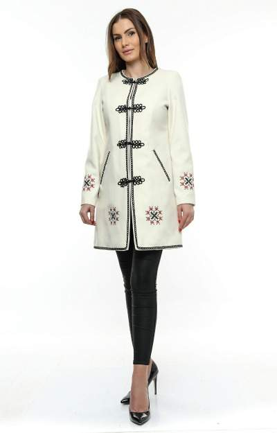 Paltoane elegante: Palton alb scurt