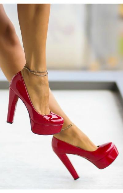 Pantofi cu toc rosii