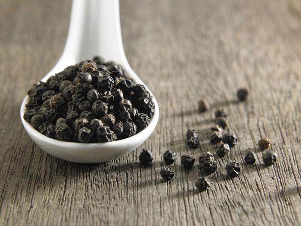 condimente care incalzesc organismul in sezonul rece - piper negru
