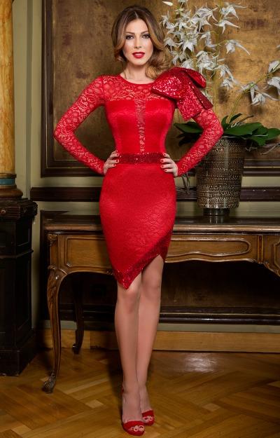 Rochii de Revelion: Rochie rosie din dantela
