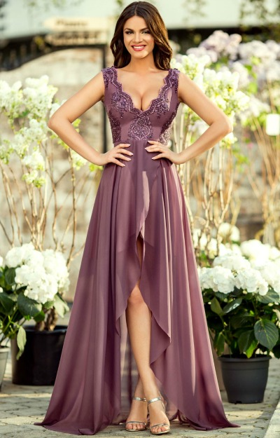 Rochii de nunta: rochie-din-voal-fin-cu-bust-dantela-si-fusta-despicata