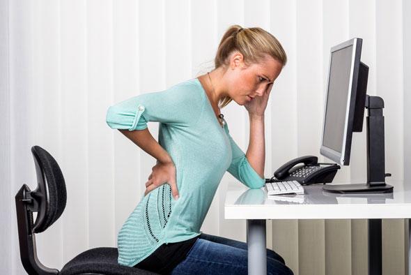 riscurile sedentarismului - lucrul la birou, statul prelungit pe scaun