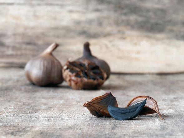 beneficiile usturoiului negru