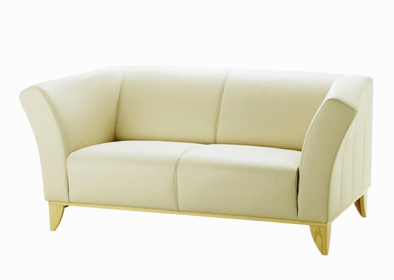 Canapea cu doua locuri, realizata cu tapiterie din piele naturala,