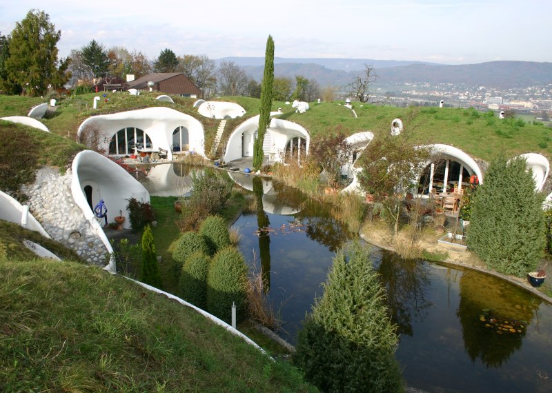 Galerie foto: Case inedite construite din pamant - Arhitectura ecologica - Slide 1 din 15