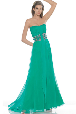 Rochie de seara verde cu o curea din broderie