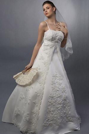 Rochie de mireasa disponibila in magazinele Calin Events.