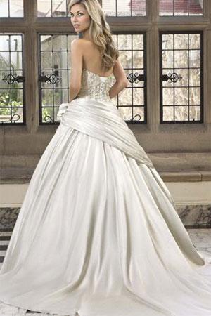 Rochie de mireasa stil printesa disponibila in Magazinele Avangarde
