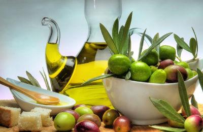 Top 10 alimente care te slabesc in talie - Uleiul de masline extravirgin - Slide 1 din 10