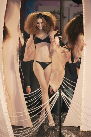 Sonia Rykiel pentru HM  - Tinuta in prima noapte a lunii Decembrie, petrecerea H&M pentru - Slide 5 din 38