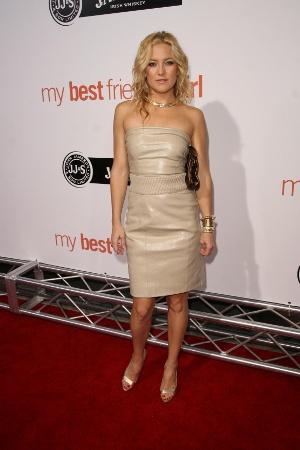 Trend alert: Pielea !!! - Kate Hudson arata foarte chic in rochia bej din piele semnata Sophia - Slide 3 din 9