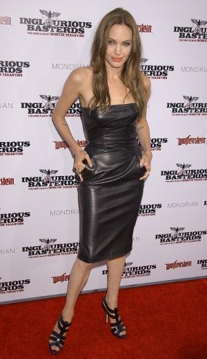 """Trend alert: Pielea !!! - Rochia din piele purtata de Angelina Jolie la premiera filmului """"Inglorious - Slide 8 din 9"""