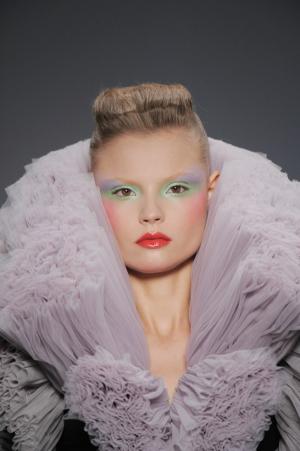 Tendintele vestimentare in sezonul primavara-vara 2010 interpretate de Ovidiu Buta - Punct si de la capat. Reinventarea modei. Dupa trei sezoane de recesiune - Slide 1 din 13