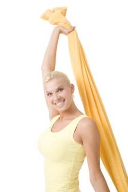 10+1 exercitii pentru ridicarea si tonifierea sanilor - Se incepe cu un exercitiu usor. Aveti nevoie de un prosop pe care - Slide 1 din 11