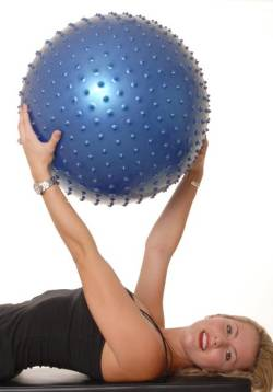Exercitiul din imagine va relaxeaza si va vascularizeaza musculatura