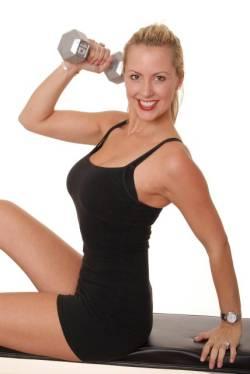 Exercitiul din imagine semana cu precedentul, tonifiind musculatura
