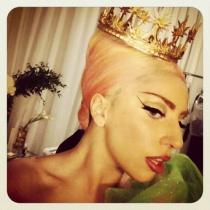 Foto: Lady Gaga poarta haine romanesti!