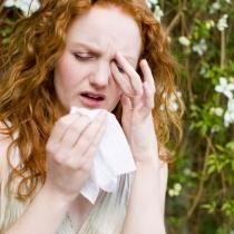 Ochi rosii si sensibili? Cum abordam alergiile oculare