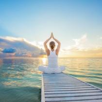 Suferi de insomnie? 6 pozitii de yoga care te ajuta sa adormi imediat