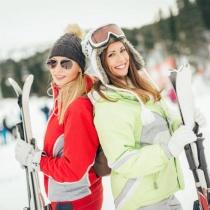 Cum sa fii in forma iarna, pe schiuri: beneficii pentru corpul tau