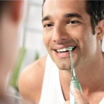 Cea mai usoara metoda auxiliara de a ne curata dintii: dusul bucal