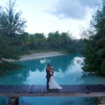 Acesti doi tineri s-au casatorit in PARADIS. Iata cum arata albumul lor de nunta