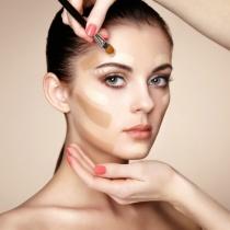 Machiajul tenului acneic