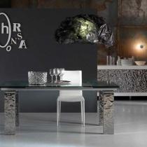 Cum sa adaugi stralucire: piese de mobilier si accesorii lucioase