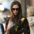 Imagine rara: Victoria Beckham stie sa zambeasca!