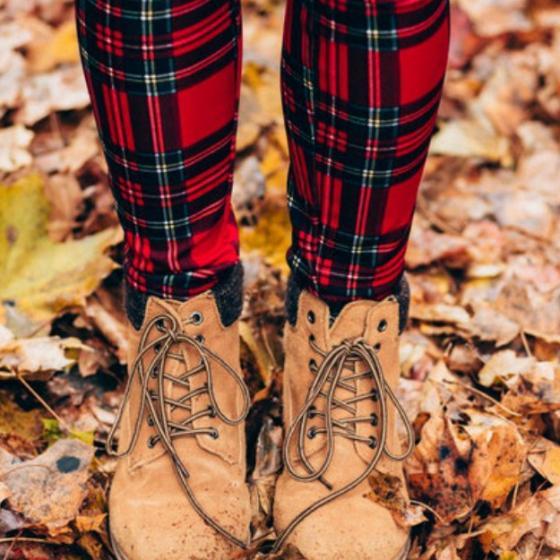 12 pantaloni cu imprimeu în carouri în tendințele actuale