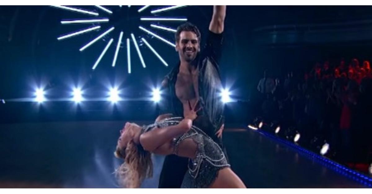 Acest tanar nu aude DELOC. Insa cand vei vedea cum danseaza vei ramane fara cuvinte!