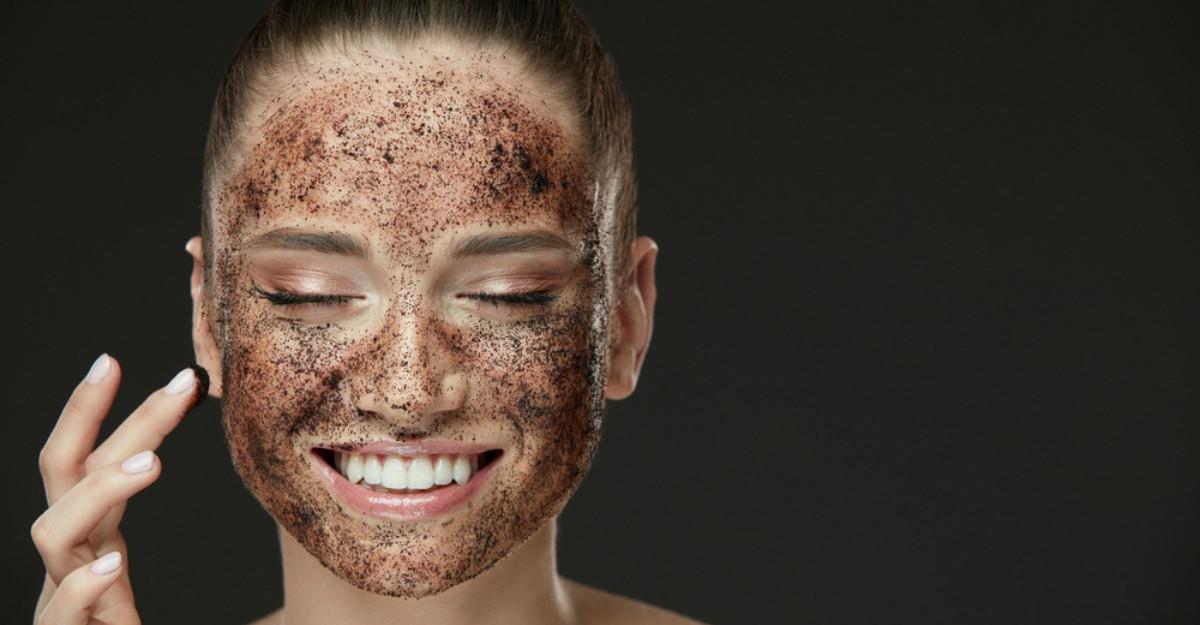 Masca din două ingrediente care curăță porii și elimină punctele negre