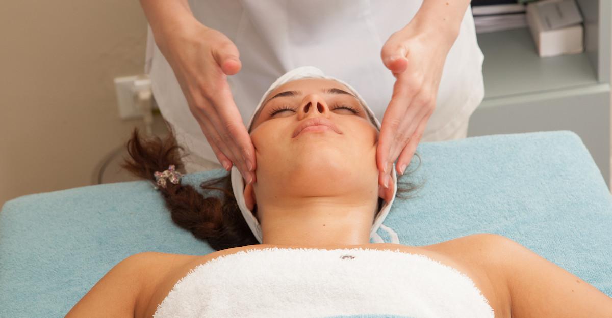 Opreste timpul in loc cu ajutorul masajului facial antirid