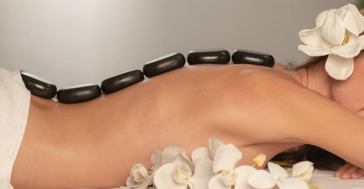 Masajul cu pietre calde. 5 beneficii reale asupra organismului tău