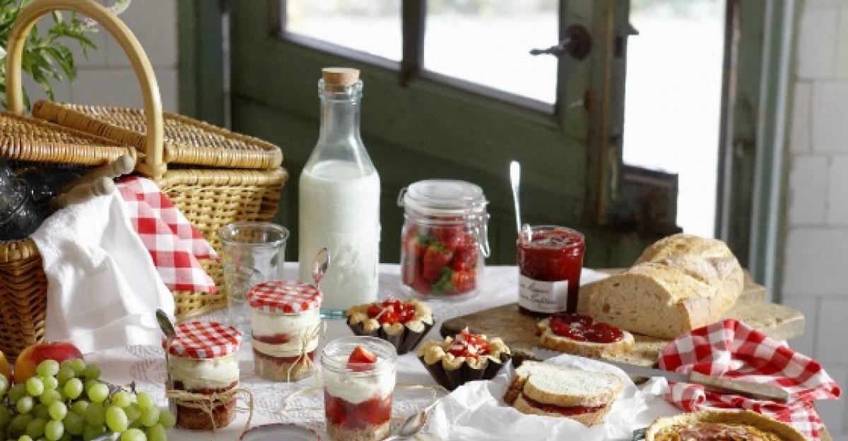 Retraieste-ti copilaria cu un mic dejun cu dulceata si paine cu unt!