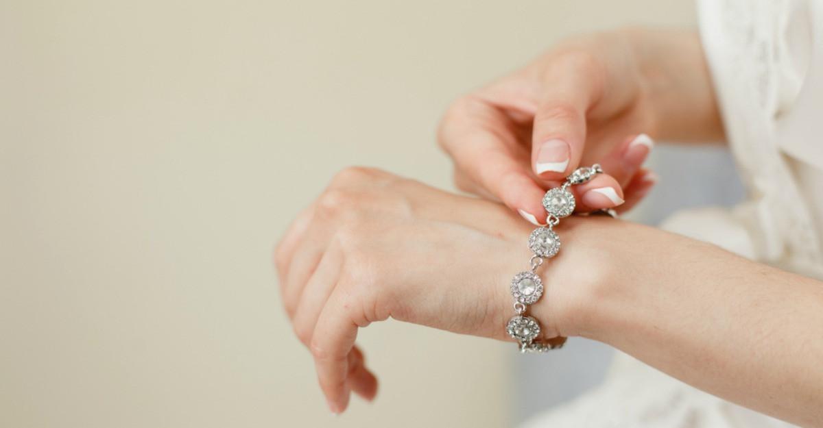 Brățări de argint: 6 podoabe deosebite pentru un aspect chic