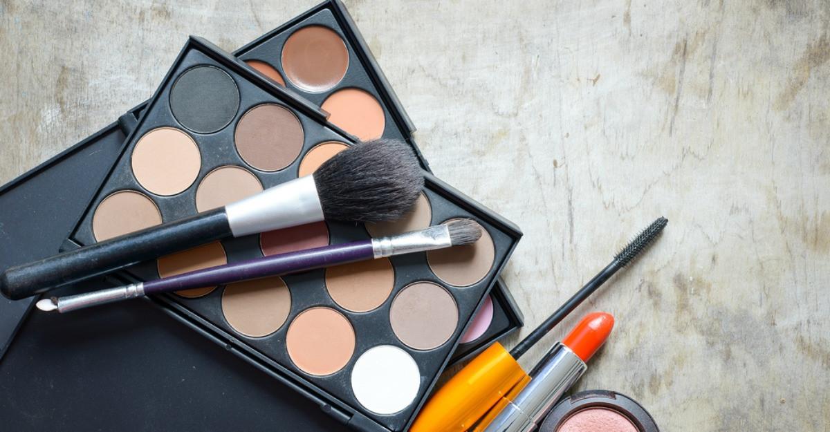 Cele 10 produse care nu trebuie să îți lipsească din trusa de machiaj