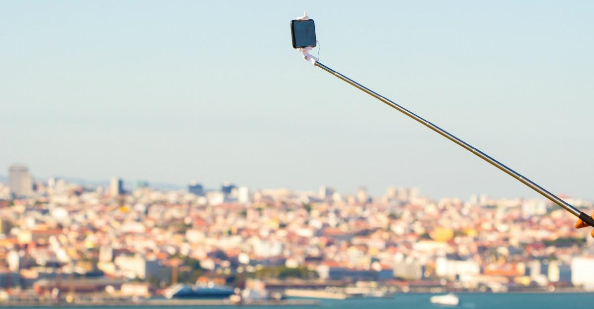 Cele mai interesante selfie stick-uri