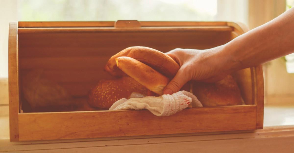 Cutii pentru pâine: 5 opțiuni practice și estetice pentru bucătărie
